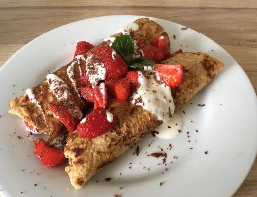 Rezepte - Frühstück - süße Snacks - Erdmandel-Pfannkuchen mit frischen Erdbeeren - glutenfrei & zuckerfrei