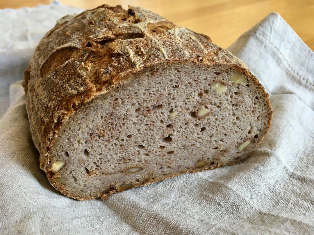 Brot - Sauerteigbrot - Walnussbrot - Buchweizenmehl vollwertig vegan glutenfrei pflanzlich gesund backen