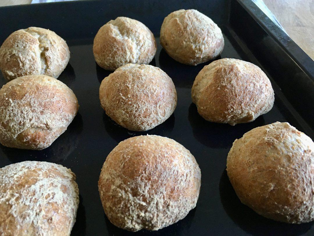 Rezept für glutenfreie Frühstücksbrötchen mit Übernachtgare - glutenfrei vollwertig vegan gesund backen