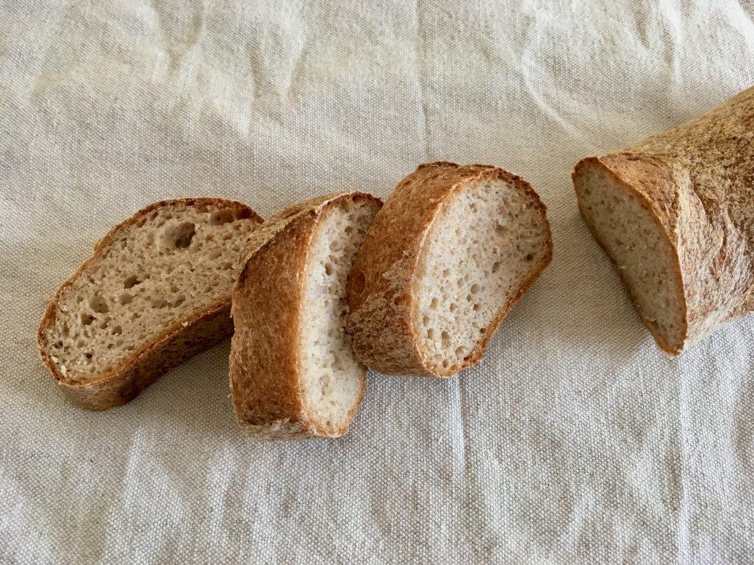 Rezept für rustikales Baguette mit Sauerteig - gesund glutenfreie backen ohne Mehlmischung